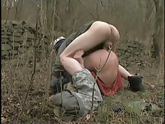 Young gay without condom penetrates in tight hole outdoor