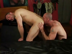 Horny dilf licks muscled males ass